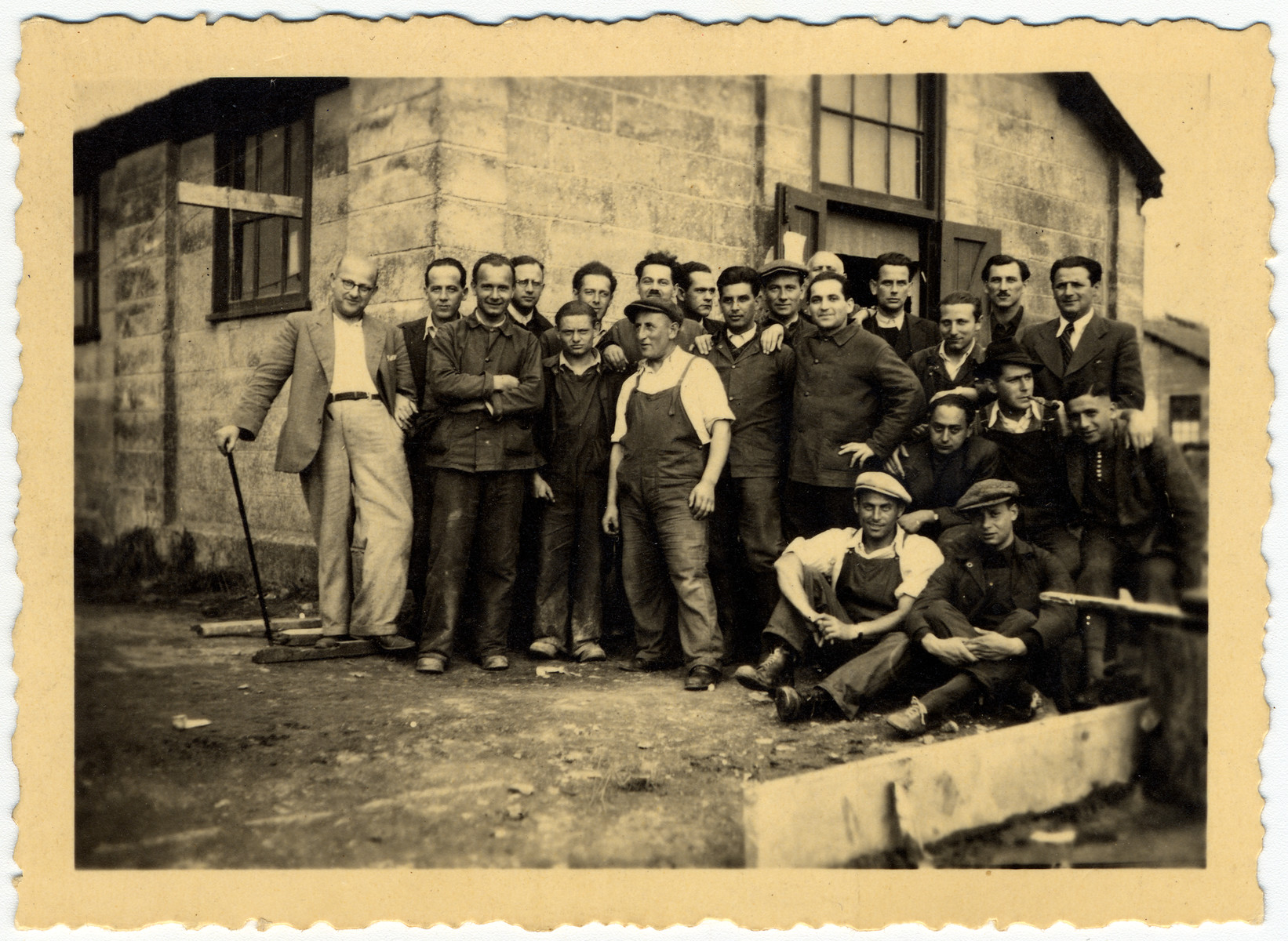 Group portrait of members of hut 41/1 in the Kitchener camp.