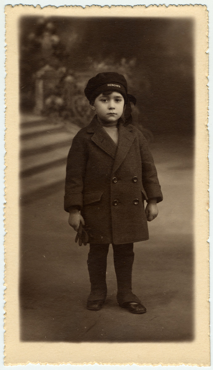 Studio portrait Albert Abraham Sephiha (b. September 14, 1921 in Etterbeek) , a Judeo-Spanish child in Belgium.