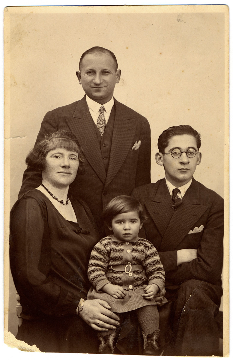 Pre-WW II portrait of the Pressman family in Berlin, Germany, early 1930s.  Pictured are Zysia, Hinda, Sonia, and Hermann Pressman.