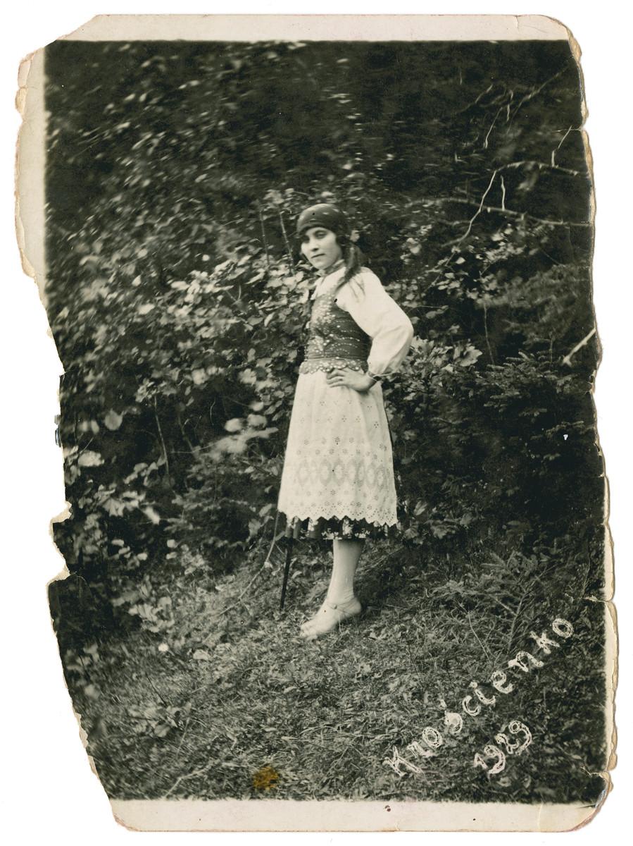 Jetta Kielmanowicz poses in the countryside in traditional Polish costume.