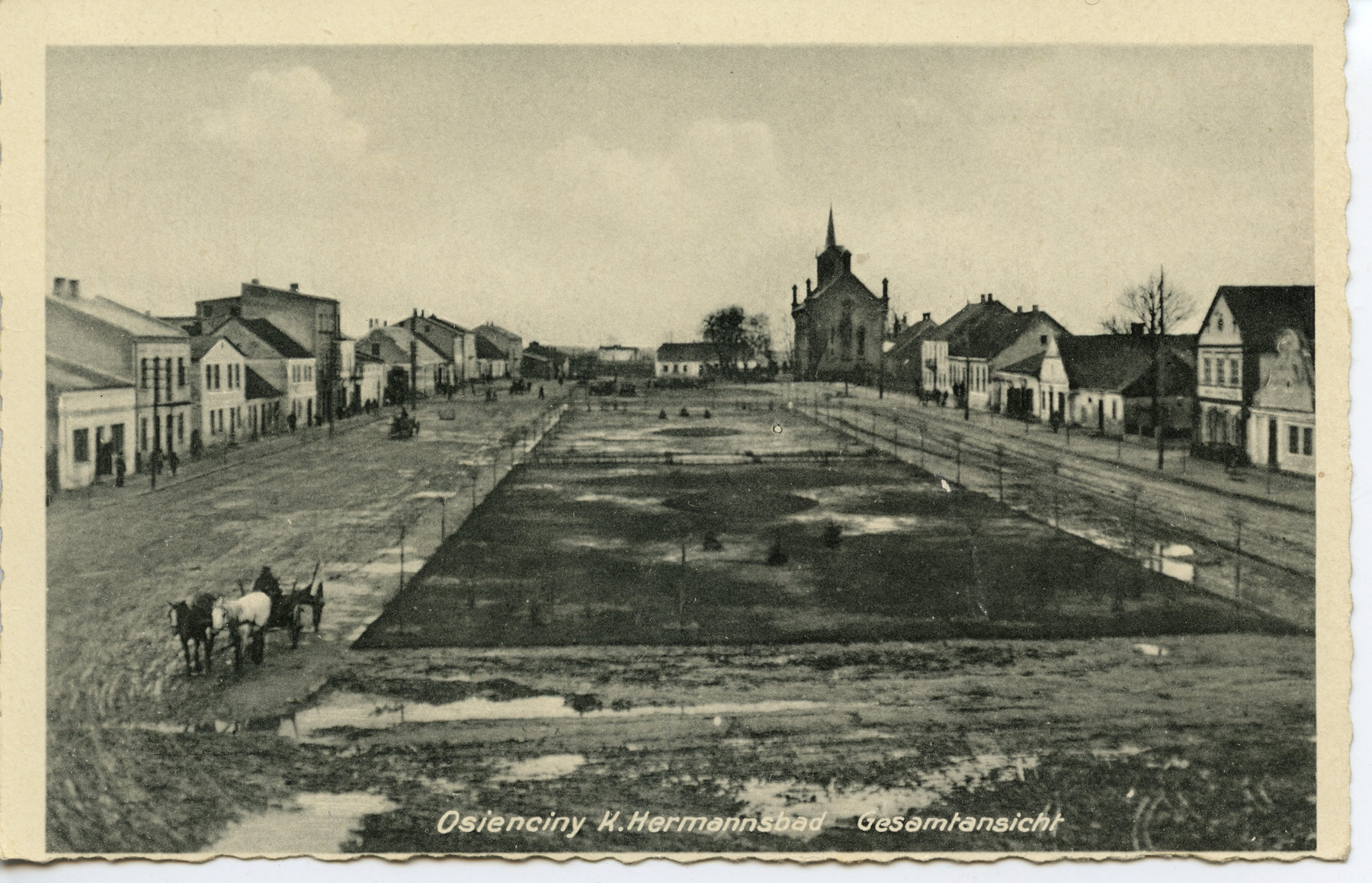Picture postcard of the central square of Osieciny.