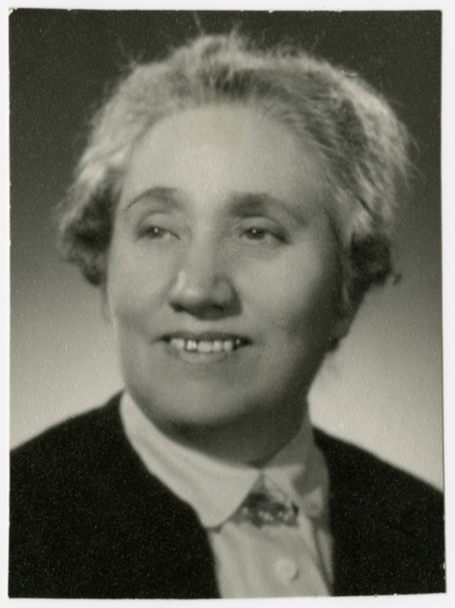 Studio portrait of Esther Heks, grandmother of the donor.