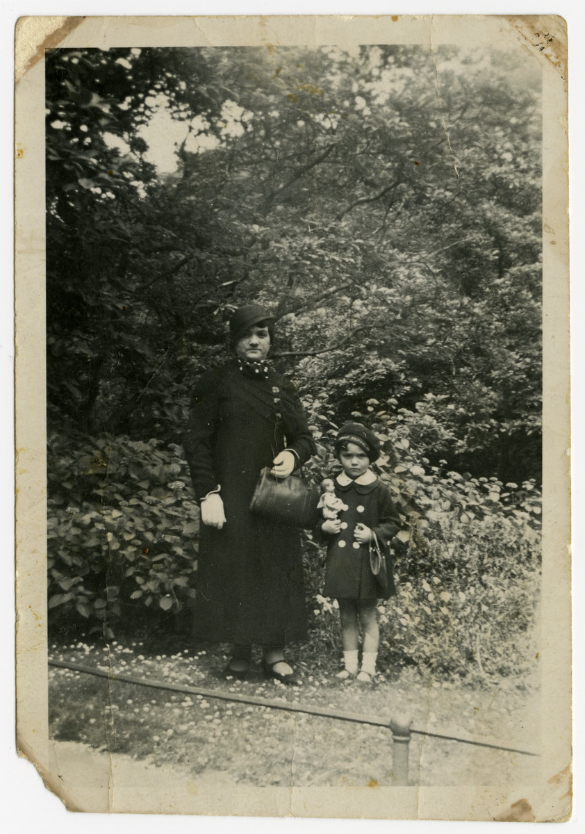 Chaya Eimer stands in a park with her daughter, Helen Eimer.