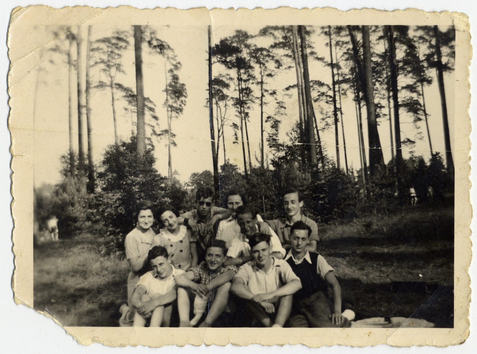 Group portrait of Jewish teenagers in Grunenwald, Berlin.
