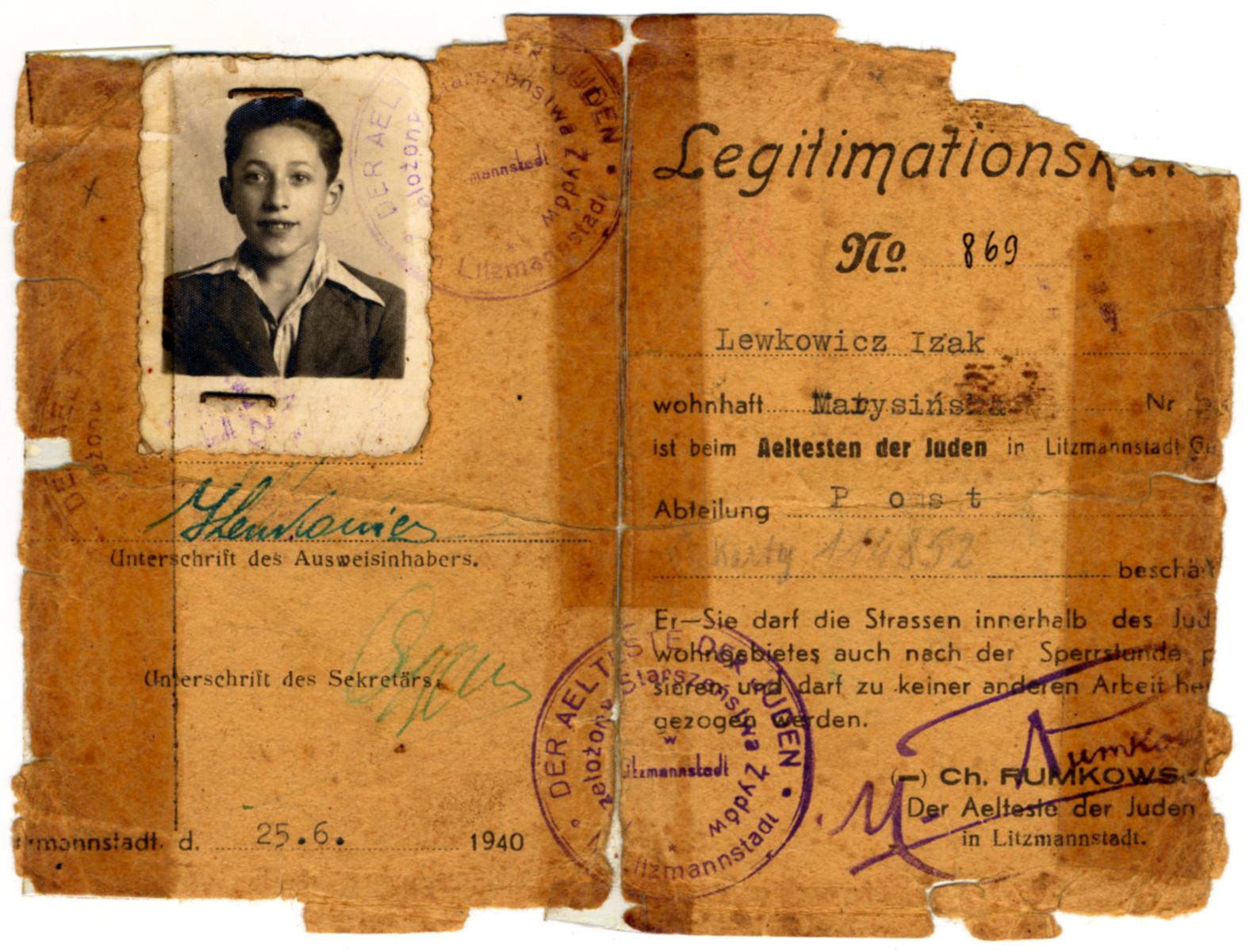 Identification card of Izak Lewkowicz.