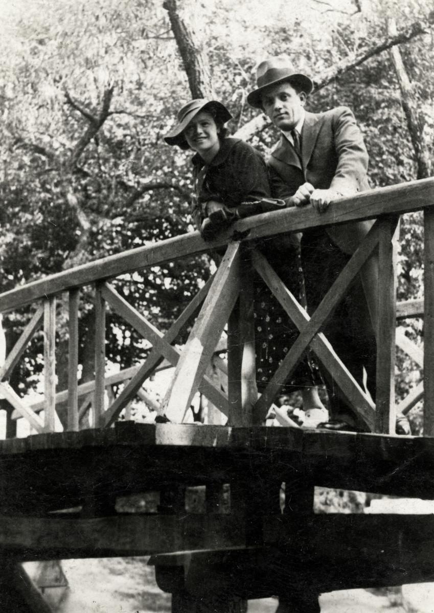 Sarah Nojgeboren & Mordechai Korenzyer pose for a picture on a pedestrian bridge in Chelm, Poland.