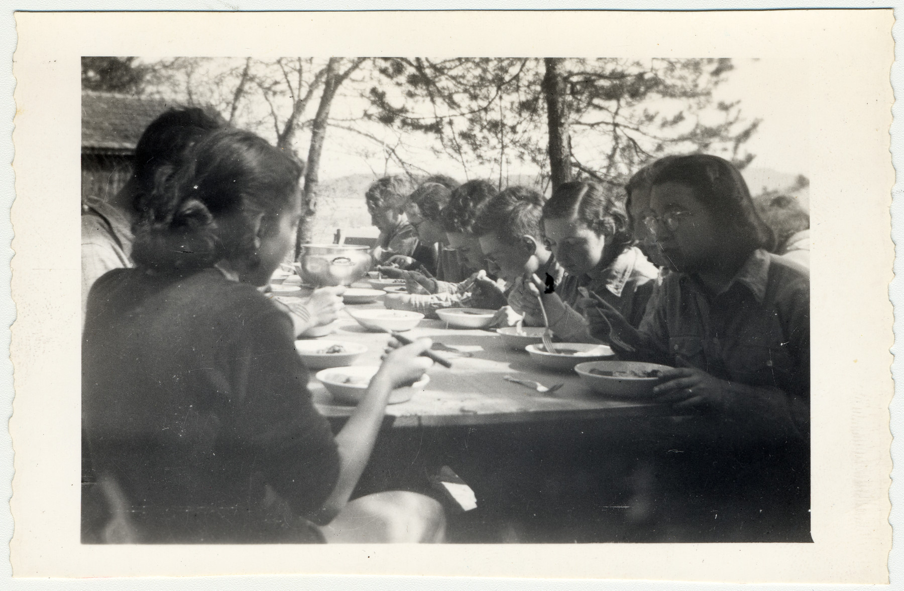 Ruth Rappaport and friends from the Zionist youth movement eat lunch outside.