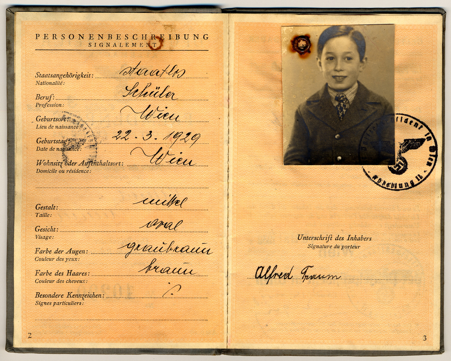 Passport issued to Alfred Traum prior to his departure from Vienna on a Kindertransport.