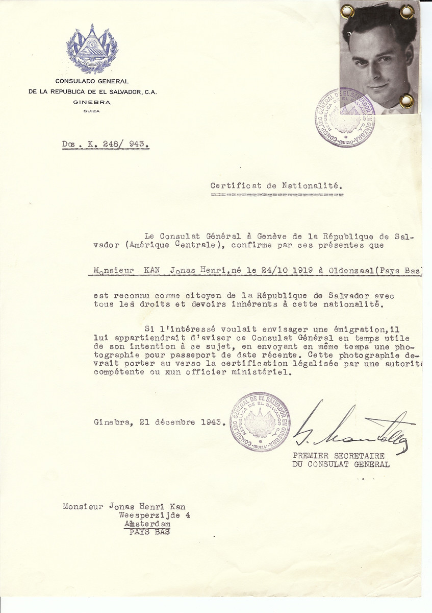 Unauthorized Salvadoran citizenship certificate issued to Jonas Henri Kan (b. October 24, 1919 in Oldenzaal) by George Mandel-Mantello, First Secretary of the Salvadoran Consulate in Switzerland and sent to his residence in Amsterdam.