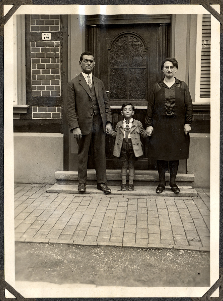 Erich and Margarete Wertheim pose with their son Ernst, outside Erich's family home.