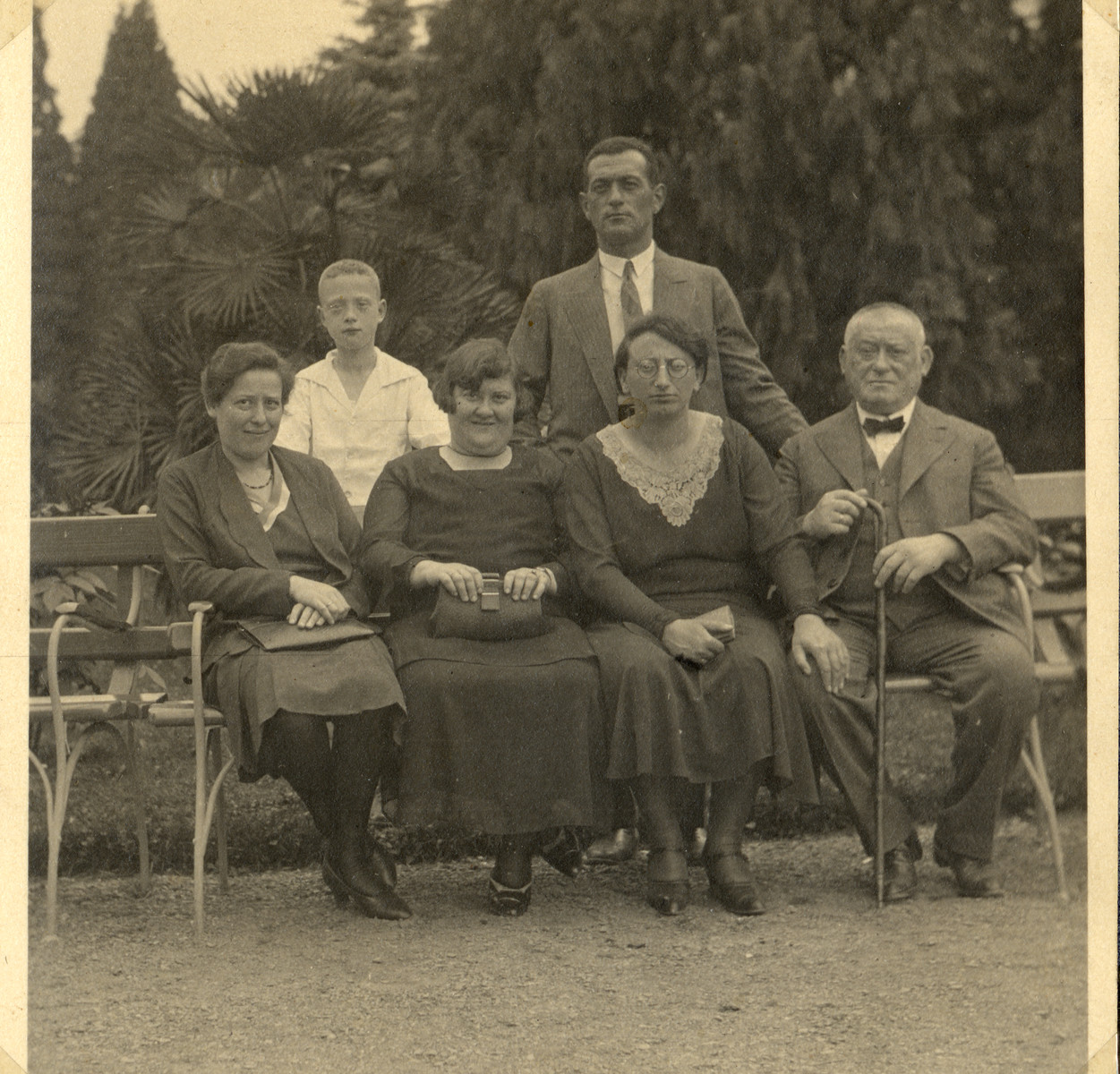 Prewar family portrait of the Wertheim family.  Margarete Wertheim is seated second from the right.  Her husband Erich Wertheim is standing behind her.  Eva Elli Flechtheim (a family friend) is seated second from the left.