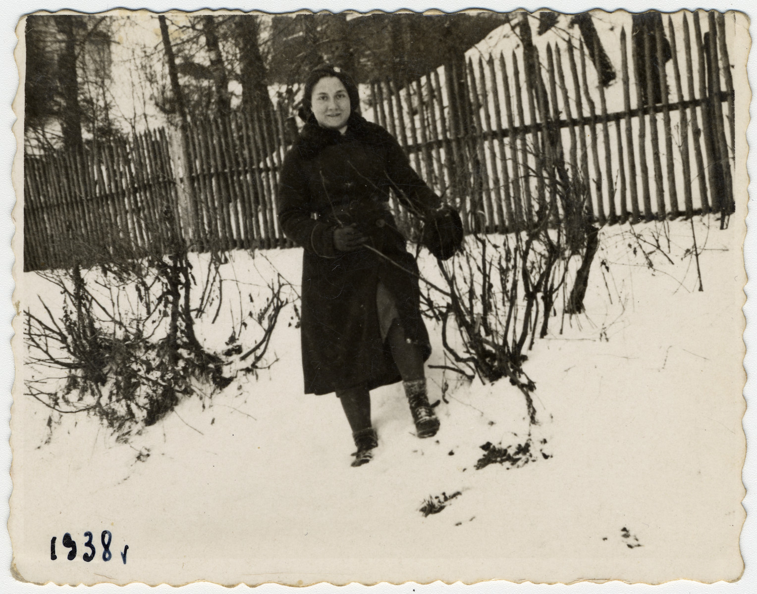 Sonia Boldo (later Bielski) poses in front of a fence in the snow.  Sonia escaped from the Nowogrodek ghetto in 1942 and came to the forest.  There she met and married Zus Bielski.