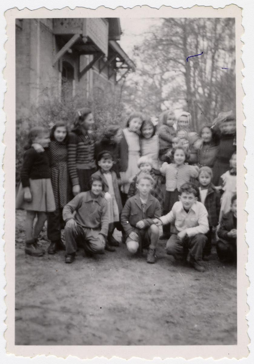 Group portrait of children in the Hotel de la Foret.