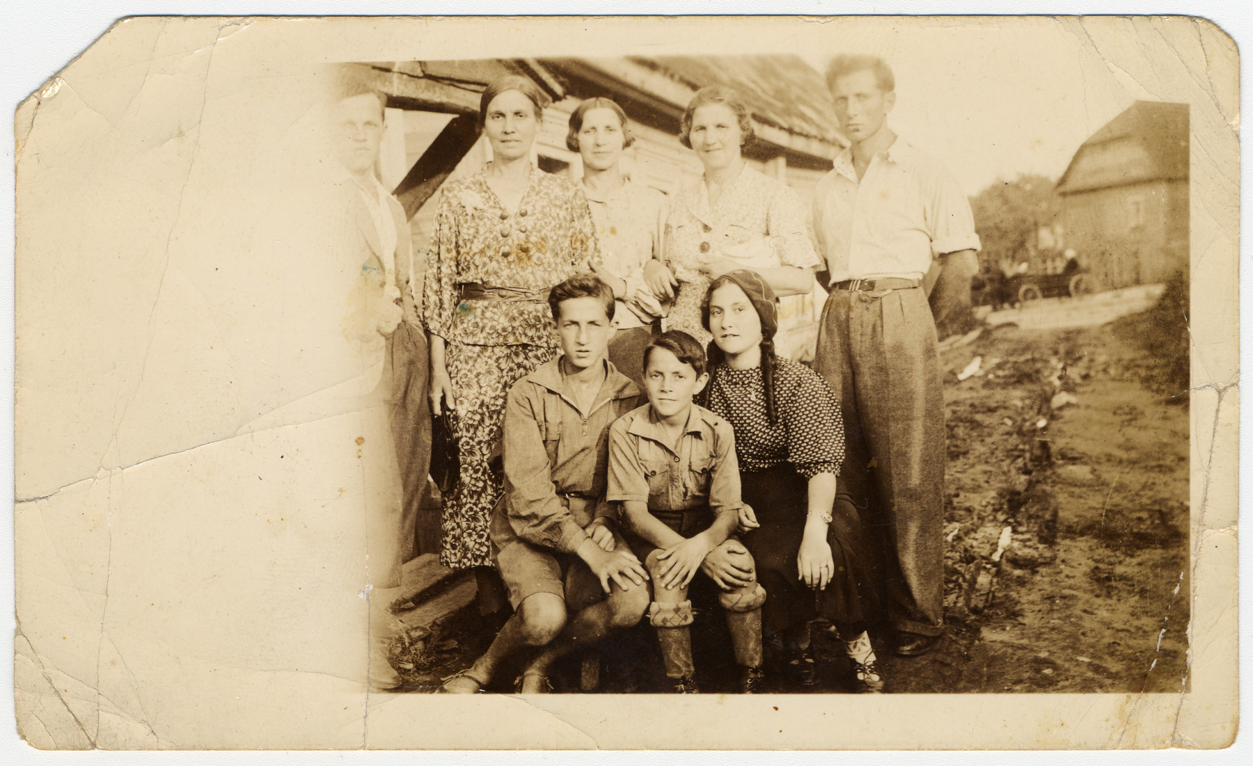Prewar photograph of the Bielski family on their farm.