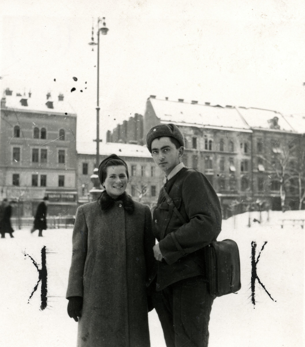 Tzippora Teichman poses with Ossie, a Soviet Jewish soldier, following liberation.