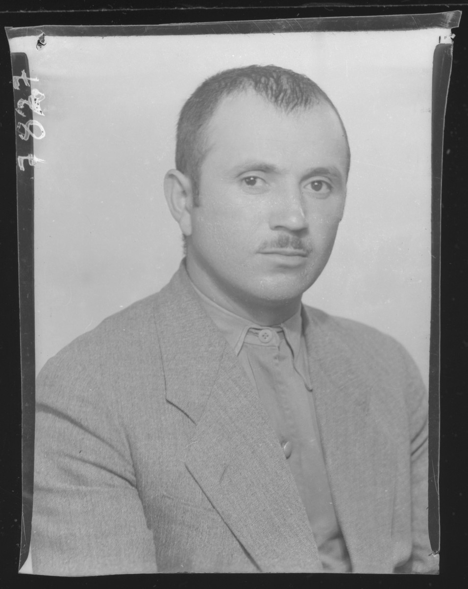 Studio portrait of Samuel Kaufman.