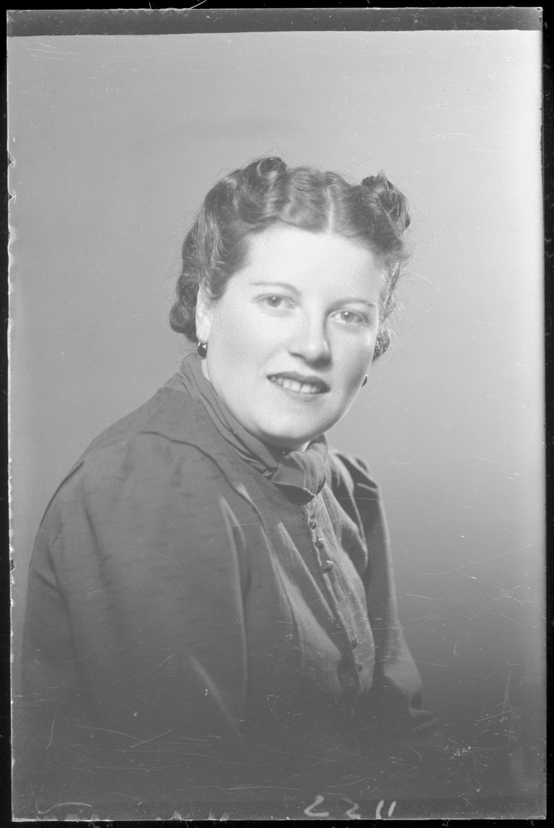 Studio portrait of Ilus Katz.