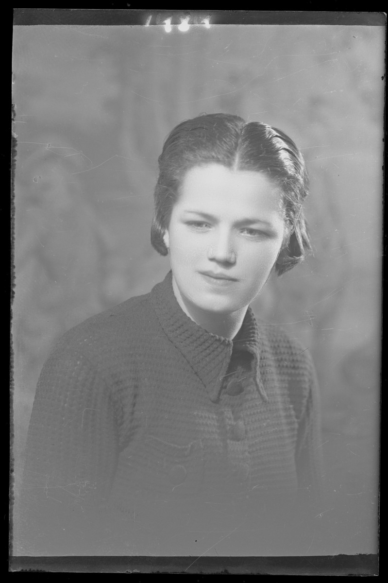 Studio portrait of Nika Kaufman.