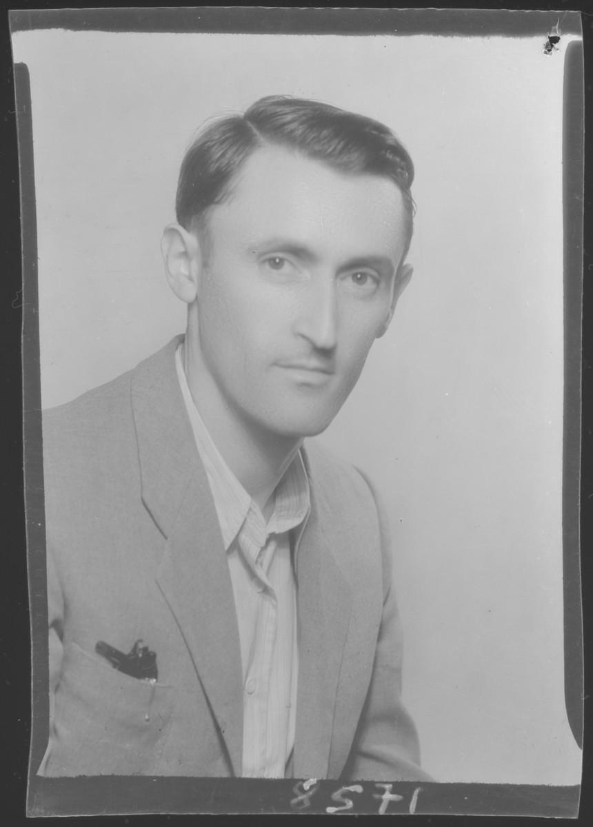 Studio portrait of Mozses Kahan.