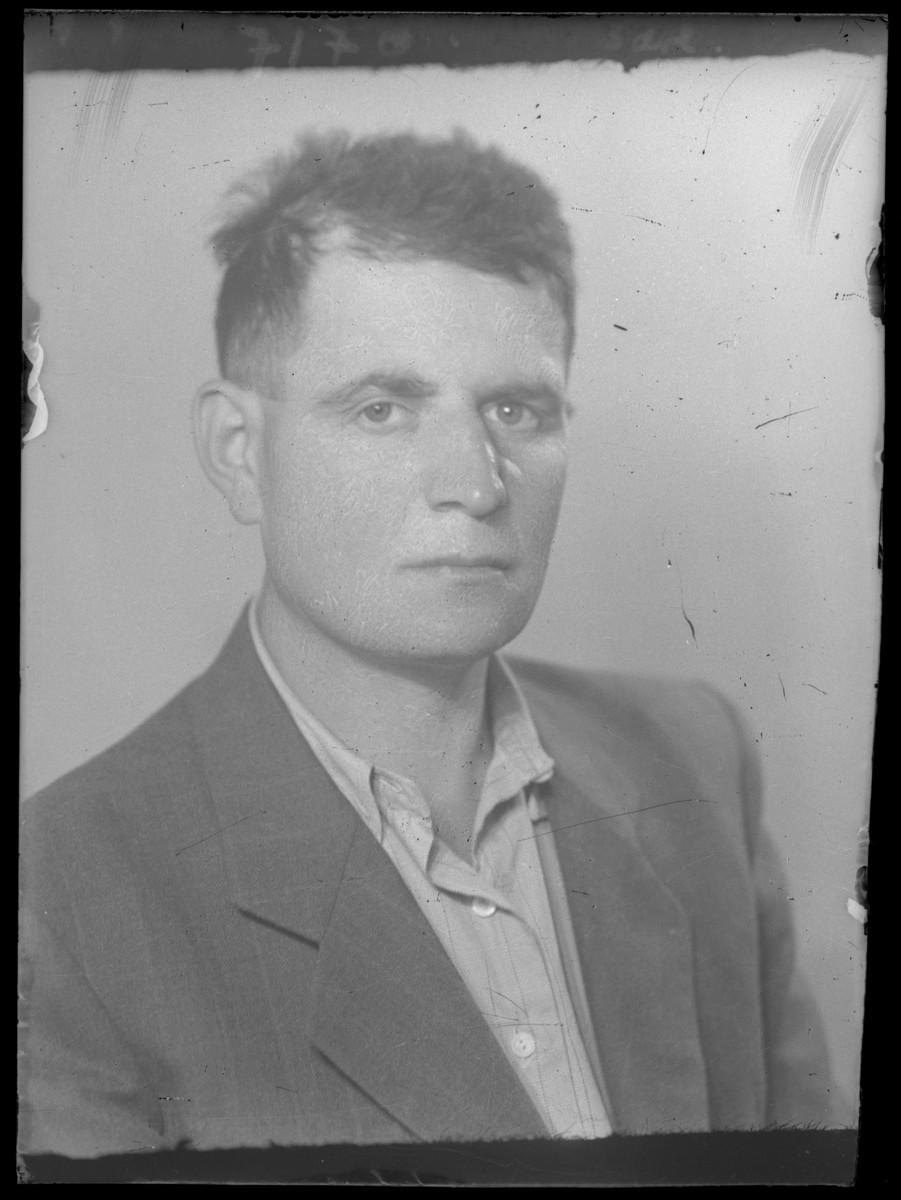 Studio portrait of Abraham Junger.