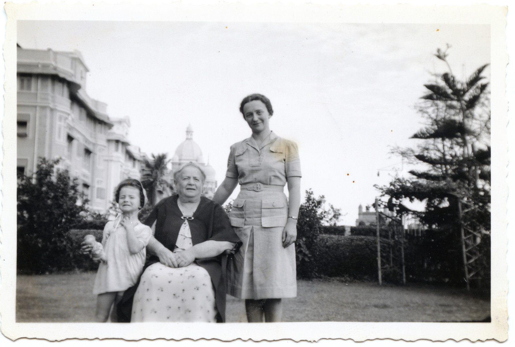 Three generations of a Jewish family escaping Nazi occupied Poland pose  near King George's Gate.  Pictured are Joanna Klein, her mother Nadzieja Klein and great aunt Elizawieta Palcew.
