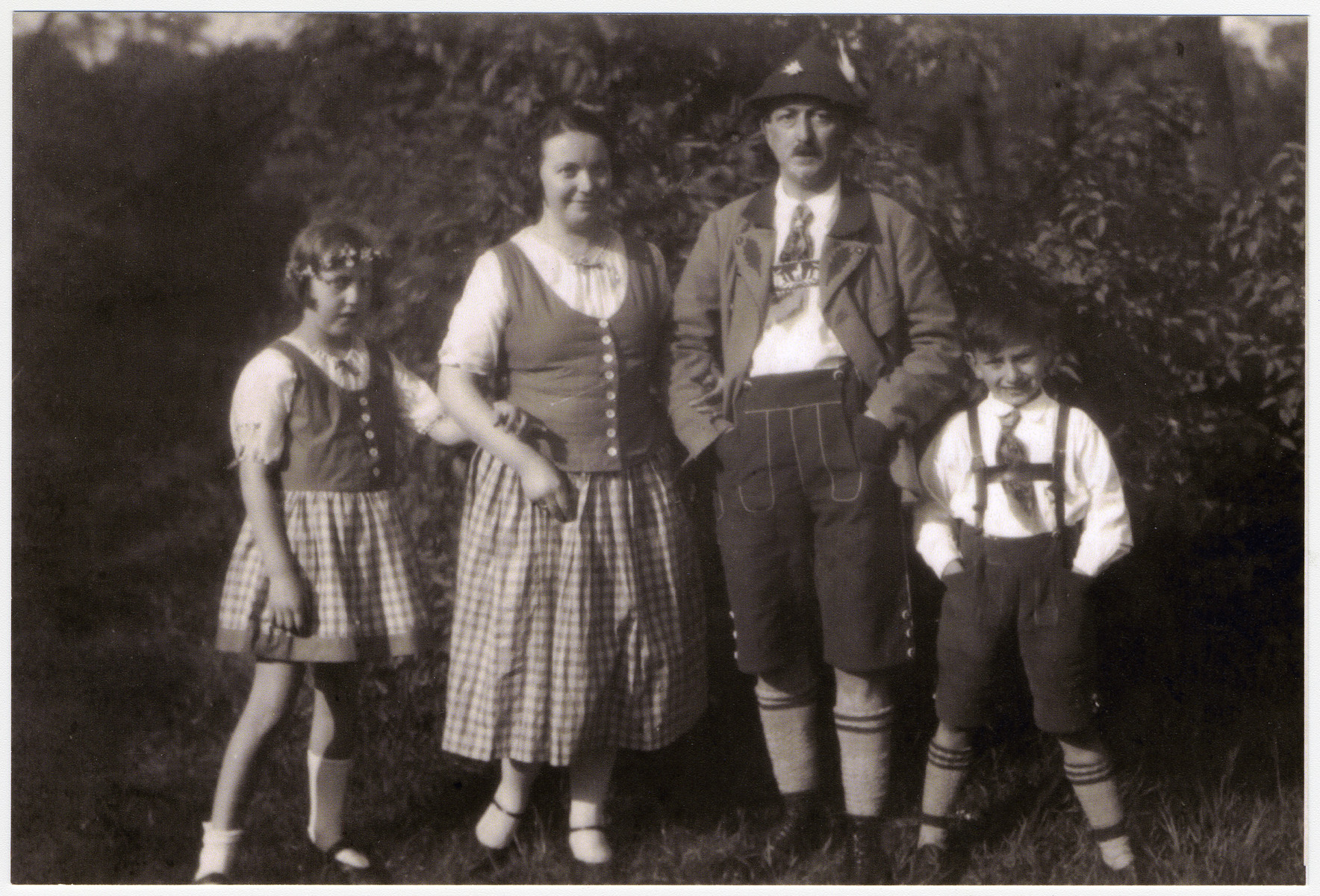 From left to right stand Ilse, Frieda, Max, and Hans Heinz in their Lederhosen and Dirndls.