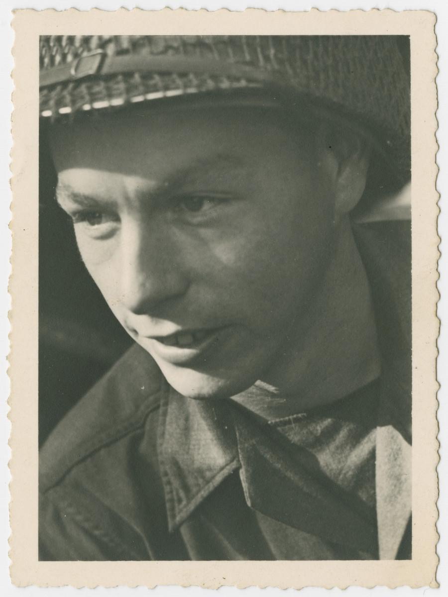 Portrait of T5 Mull, the driver of John Stix.