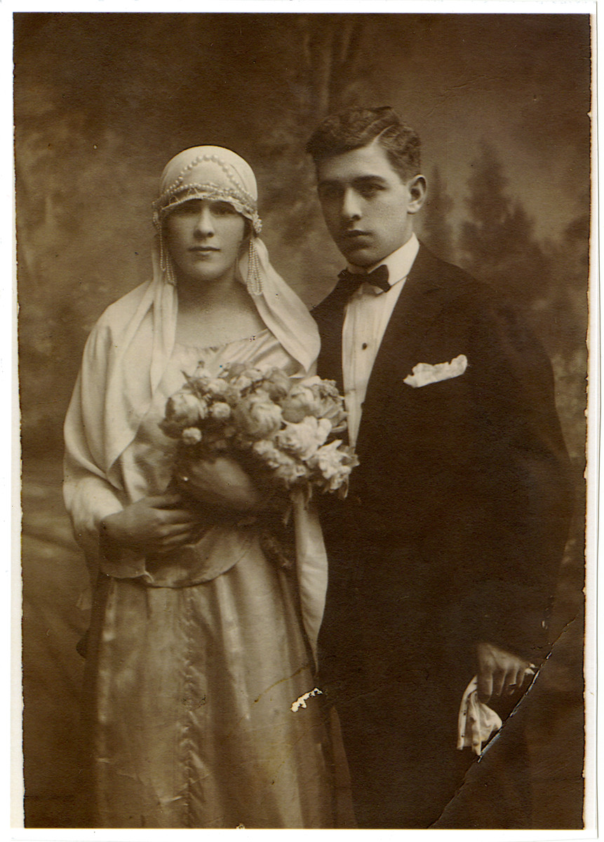 A wedding portrait of Hersh and Sara Fogelman in Radomsko, Poland.