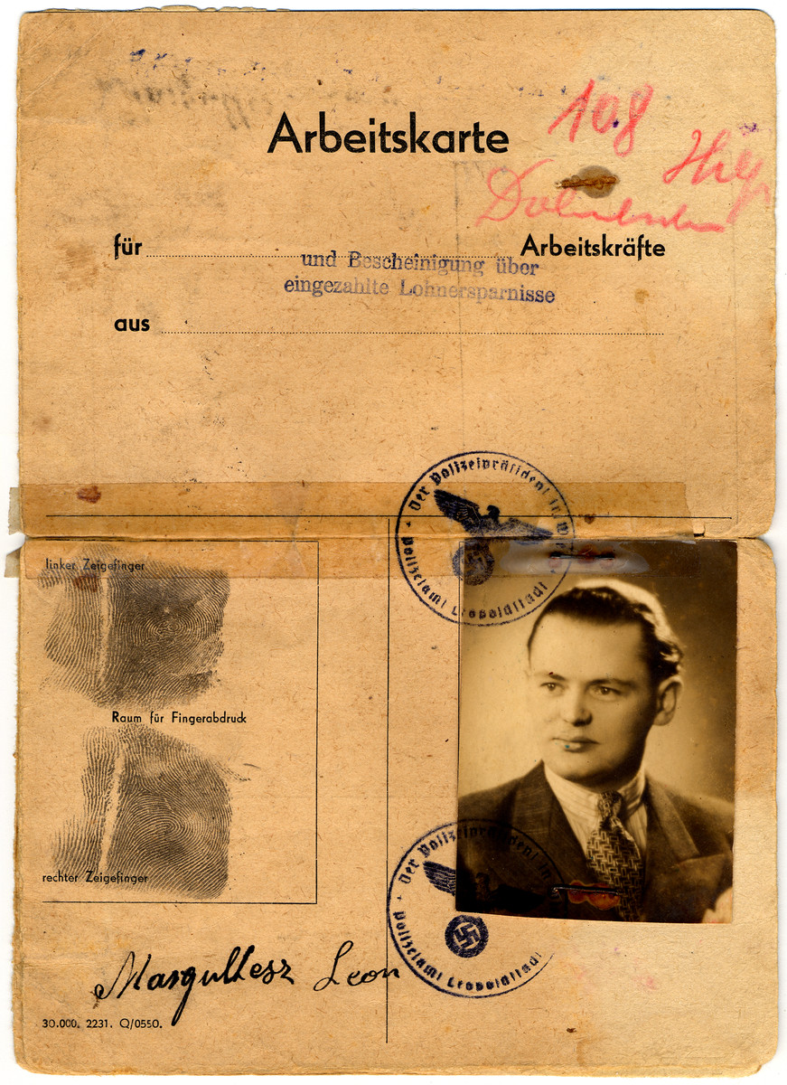 Worker's card issued to Leon Hochbaum under the false name Leon Margultesz.