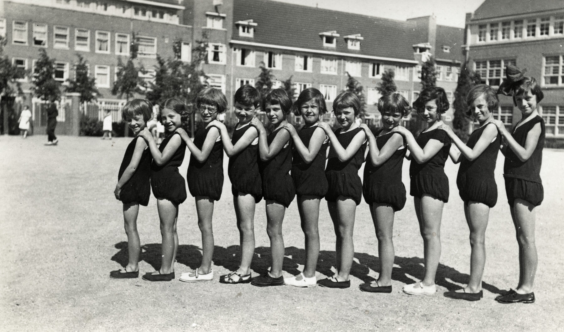 Girls in the Montisorri School in Scheveningen stand in a line in their gym clothes.  Ellis Cohen-Paraira is pictured third from the right.  Sonja Cohen is on the far right and Mary Samson is second from the left.