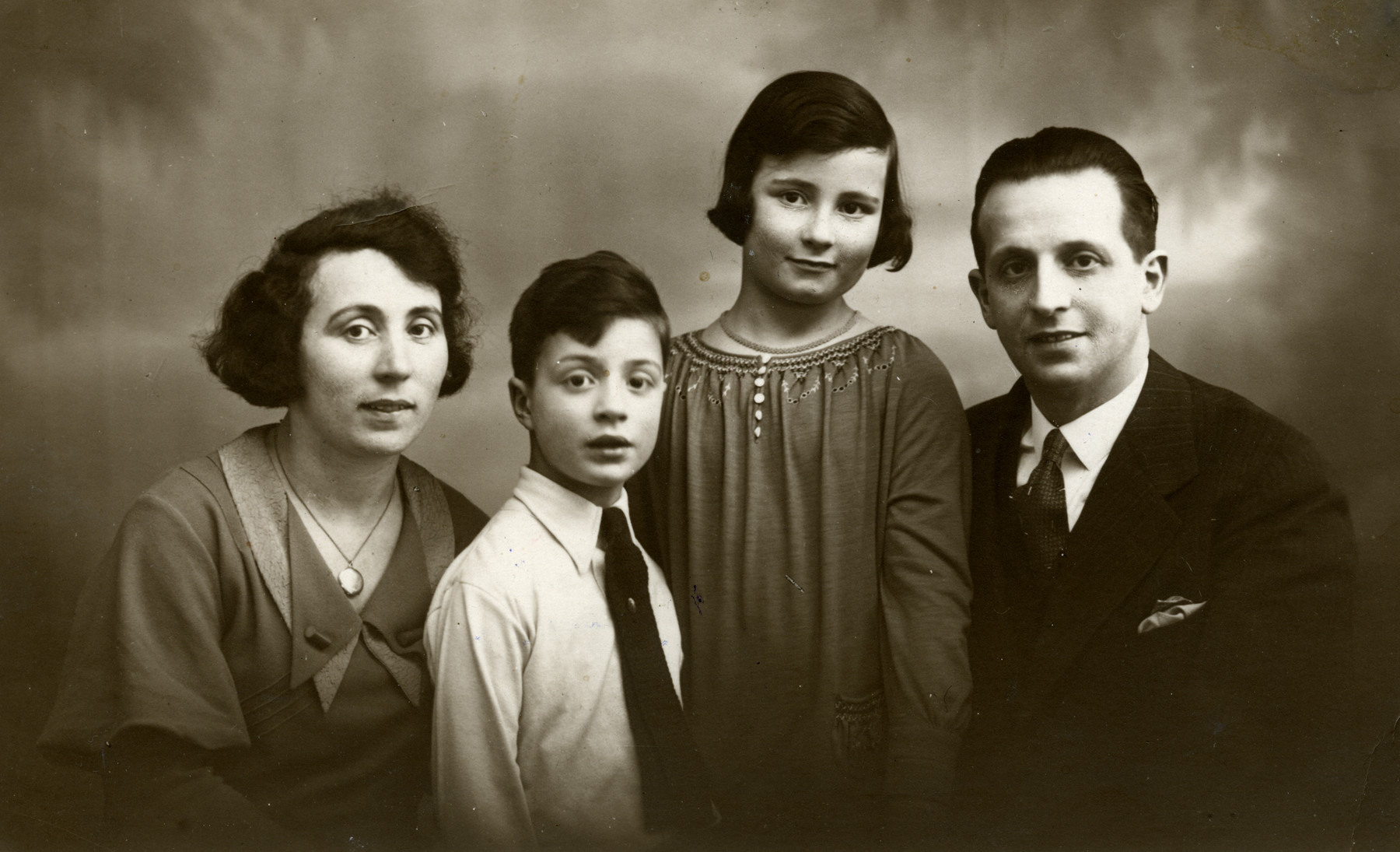 A family portrait of  Suze and David Cohen-Paraira with their daughter Ellis and son Bram.
