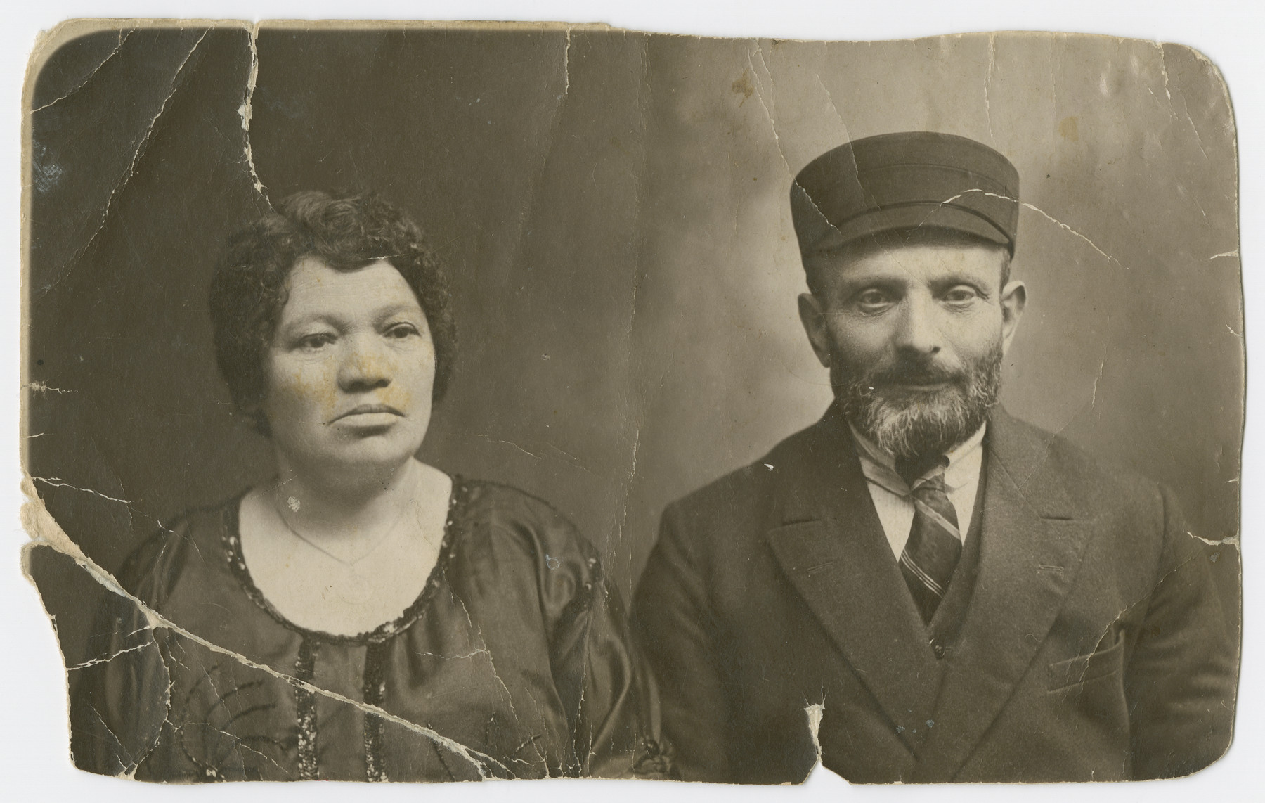 Studio portrait of Israel and Chuma Lubochinski, parents of Malka Lubochinski.