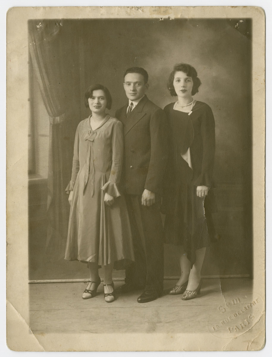 Studio portrait of Adolf Lubochinski with his wife Sara (right) and sister Chana (left).