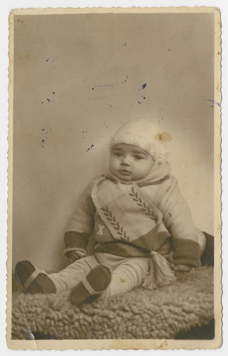 Studio portrait of Efraim, the nephew of Malka (Mania) Lubochinski.  He perished in the Holocaust.