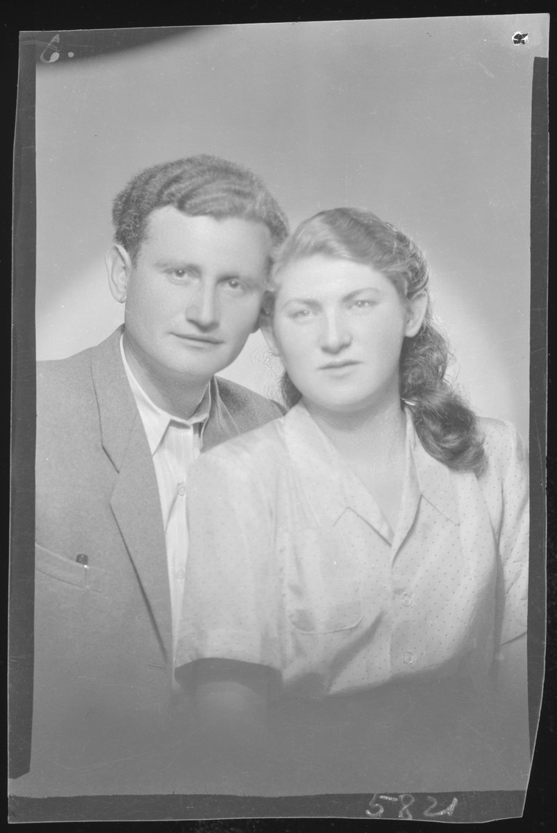 Studio portrait of Jozsef Grosfeld and his [either fiancee or wife].