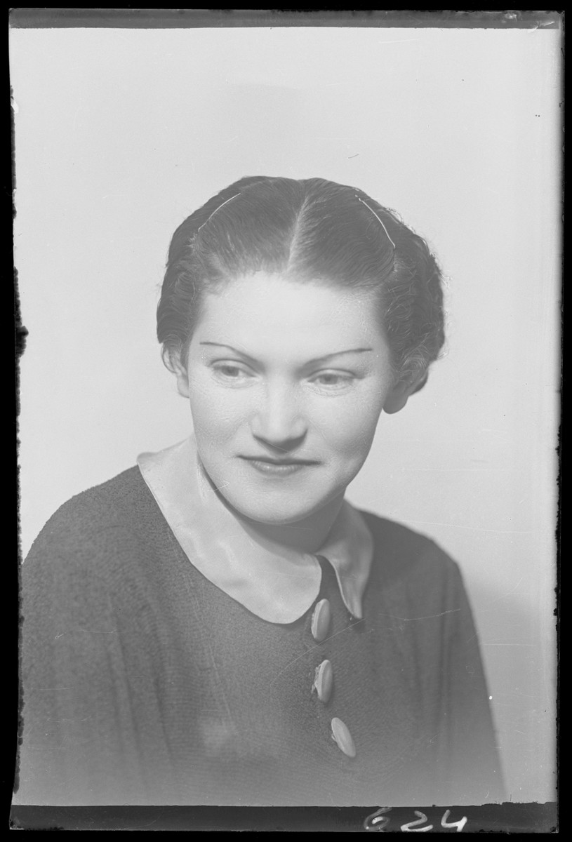 Studio portrait of Genuth.