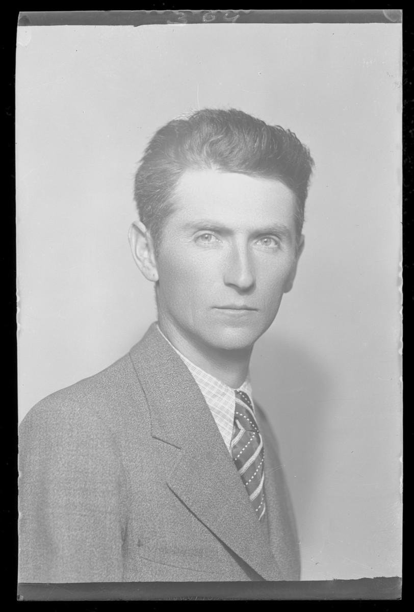 Studio portrait of Ignac Goldberg.