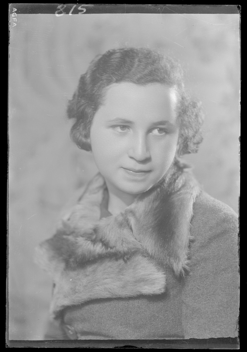 Studio portrait of Rozsi Fried.