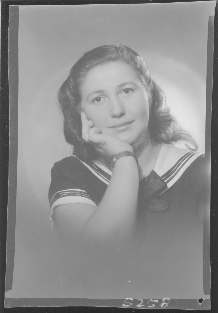 Studio portrait of Sari Grunstein.