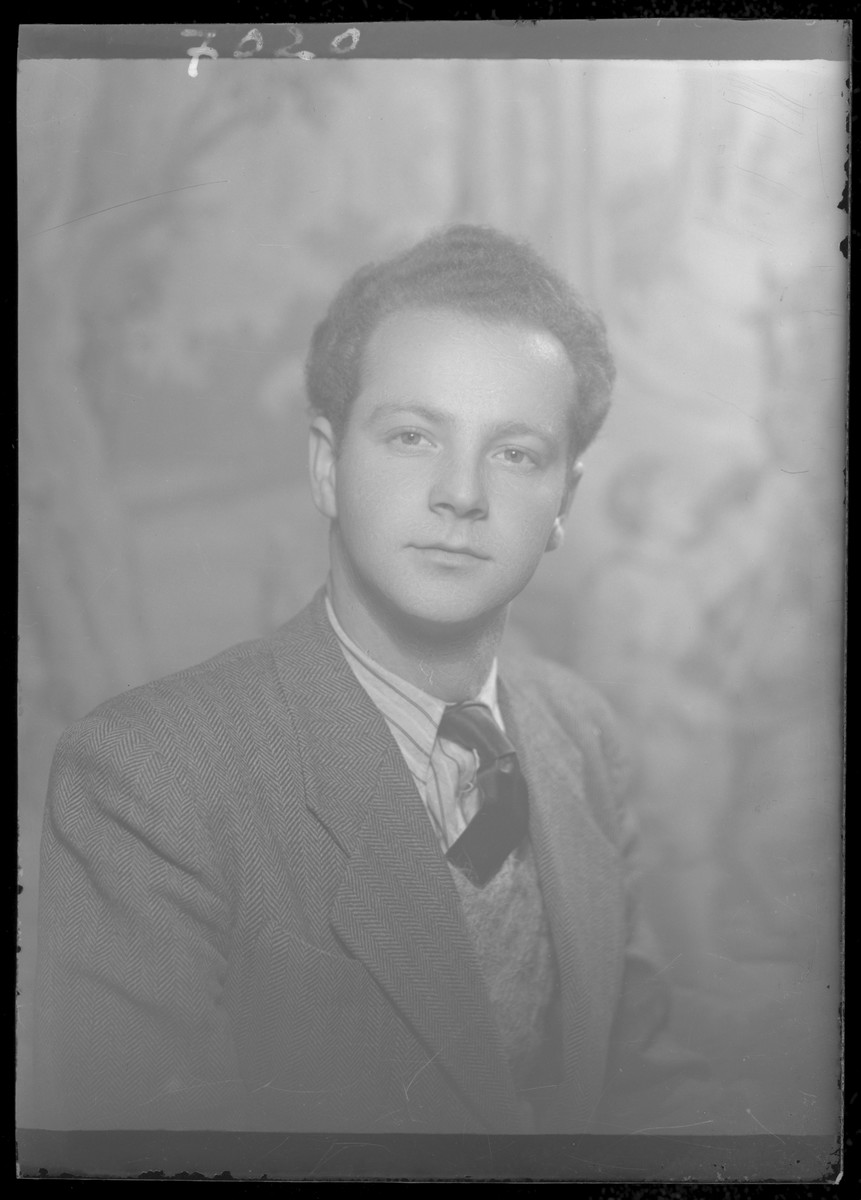 Studio portrait of Elemer Gluck.