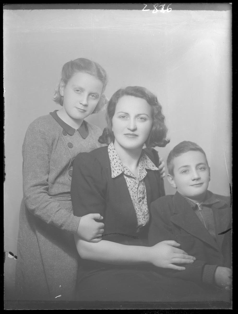 Studio portrait of Lipotne Goldstein and her two children.