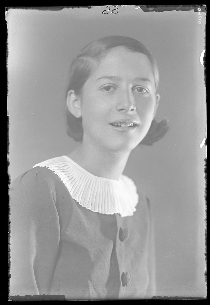 Studio portrait of Jolie Grunvald.