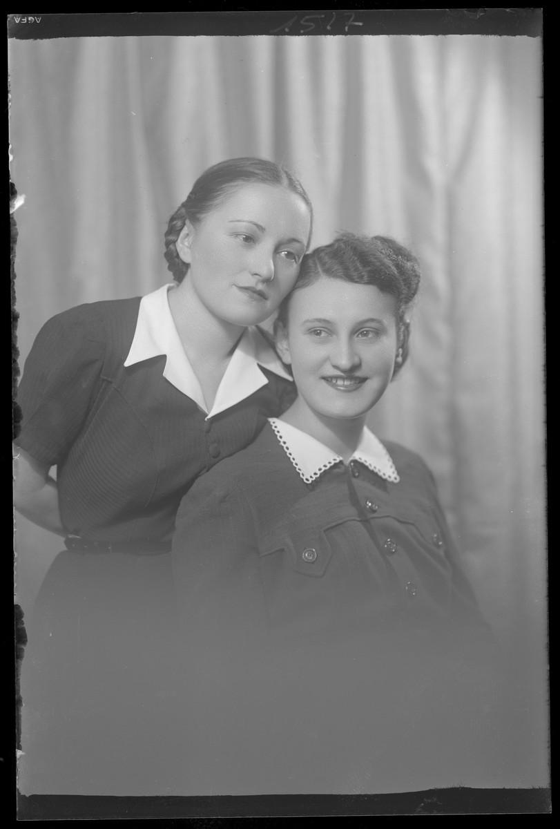 Studio portrait of two young women, one of whom is Iren Friedman.