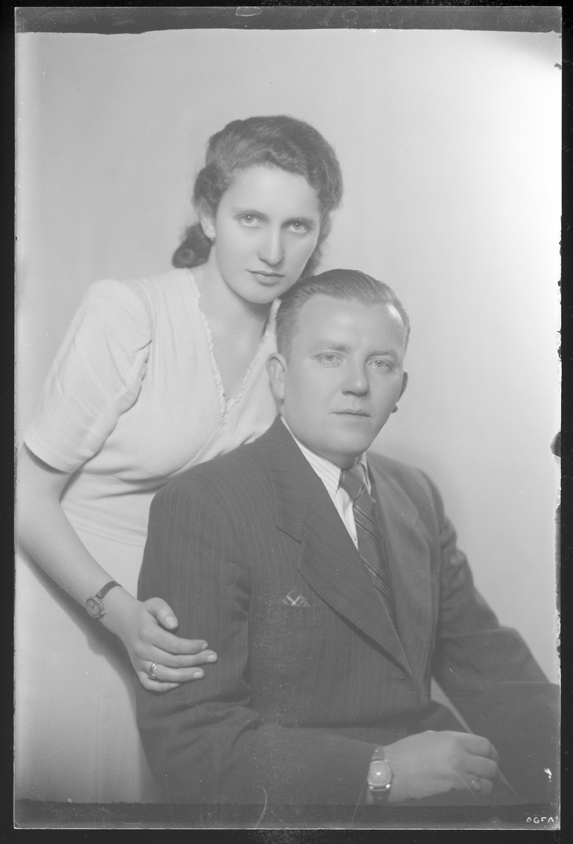 Studio portrait of Andor Hersch and his [wife or fiancee].