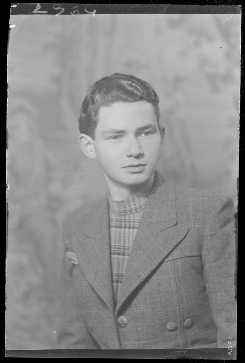 Studio portrait of David Genuth.
