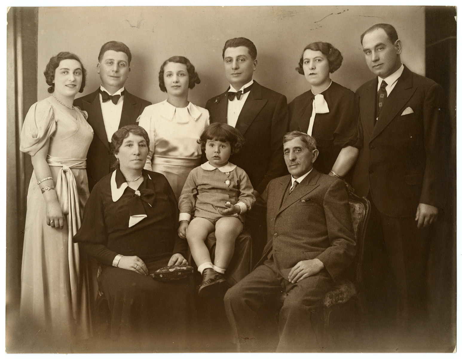 Wedding portrait of Dora Austein and Emil Tennenbaum and their extended families.