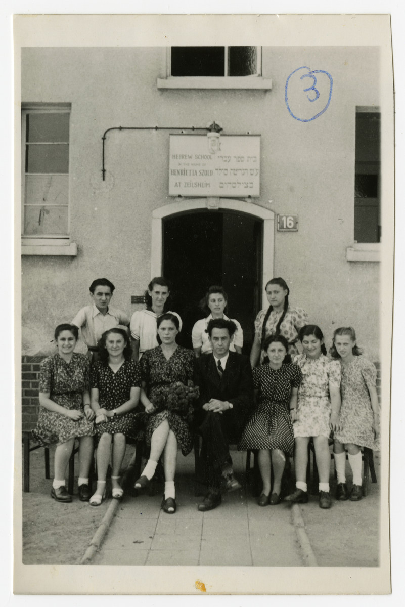 Solomon Manishewitz, the founder and principal of the Henreitta Szold Hebrew school, is seated in the center of the front row.  He is surrounded by fifth grade students and their teachers.