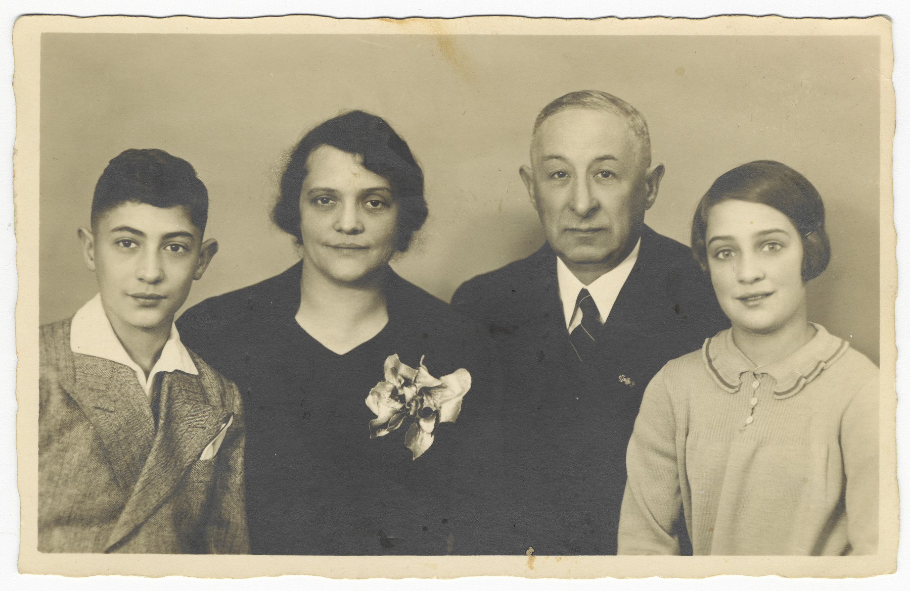Studio portrait of a German-Jewish family prior to the emigration of the wife and children.  Pictured from left to right are Paul, Rosa, Louis and Henni Breslauer.
