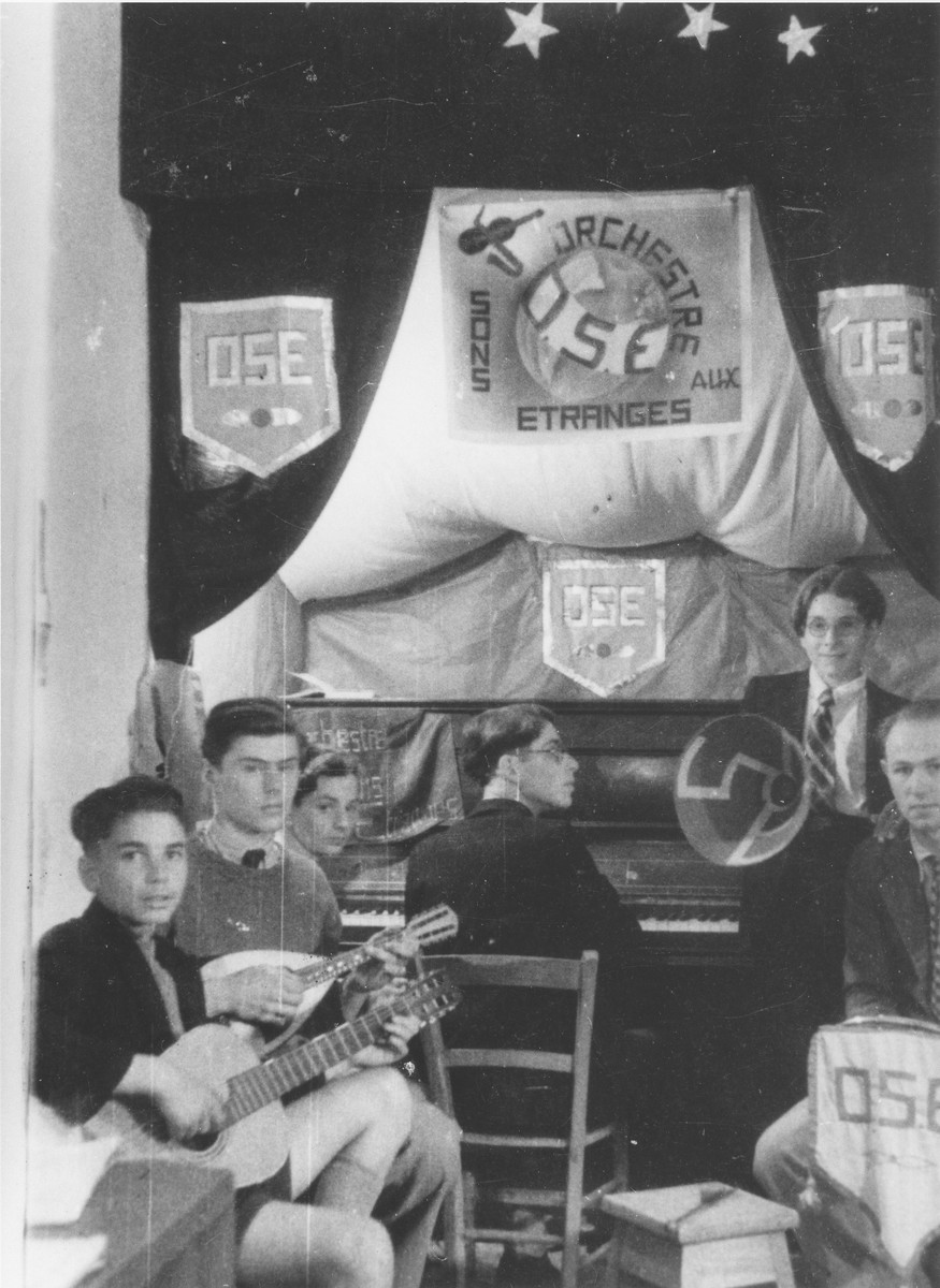 """A children's band perfoms in the Chabannes home.  The orchestra is called Orchestre Sons Etranges (literally """"strange sounding orchestra"""" ), a word play on the initials of the OSE."""