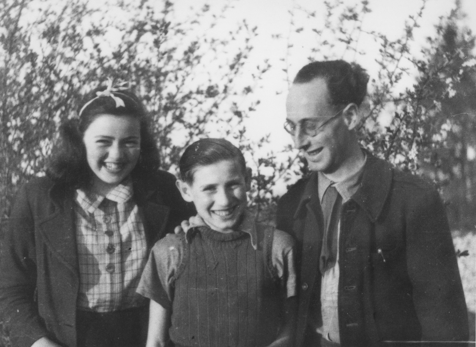 Ingeborg Haas (left) poses with Ernst Jablonski (right) and an unidentified child in the Chabannes children's home.